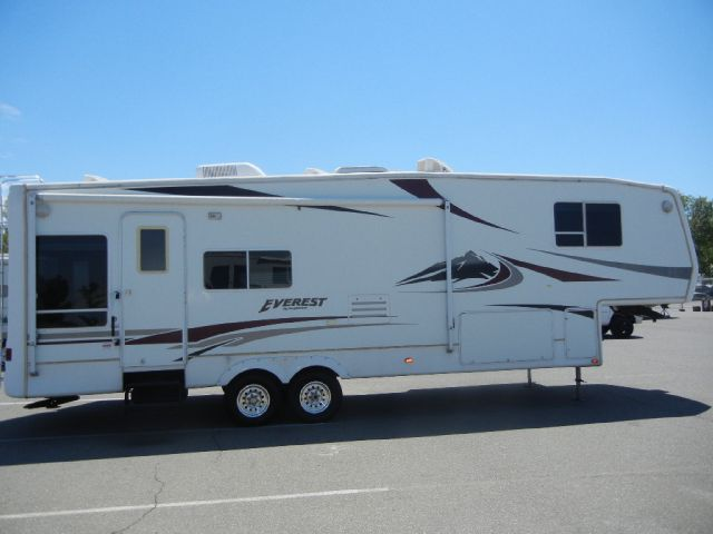 2005 Keystone Everest Fifth Wheel Travel Trailer W/ 2 Slides