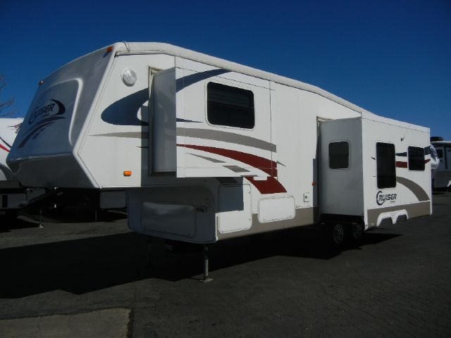 2005 CROSSROADS CRUISER ALL ALUMINUM 28' FIFTH WHEEL