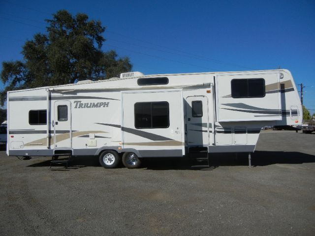2004 Fleetwood Triumph 5th Wheel 36' Travel Trailer w/ 4 Slides
