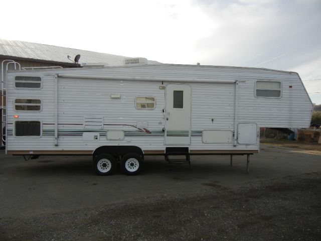2003 Skyline Layton Scout 30' 5th Wheel Travel Trailer