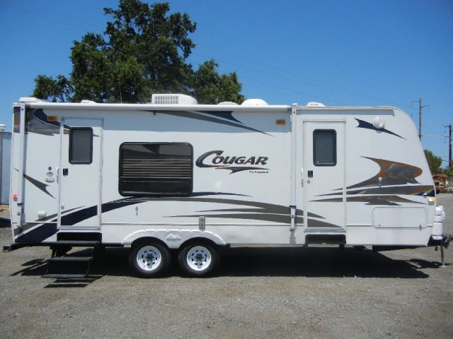 2006 Keystone Cougar 24' Travel Trailer W/ Slide Out