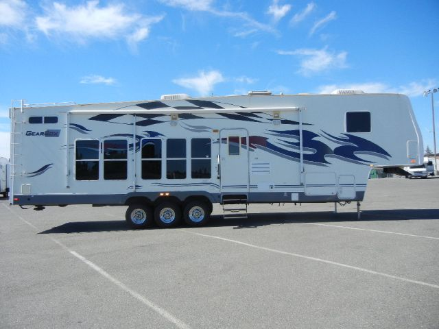 2007 Fleetwood GearBox 38' 5Th Wheel Toy Hauler