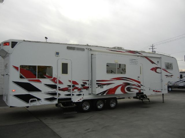 2008 Weeked Warrior Fifth Wheel FTL4005 Toy Hauler