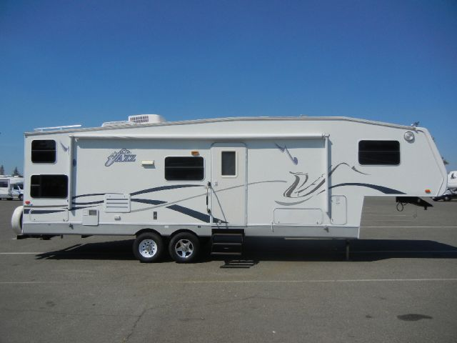 2003 Thor Jazz 5th Wheel 28' Travel Trailer W/ SlideOut