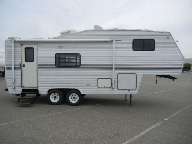 1997 Skyline 25' Layton 5th Wheel Travel Trailer w/ Slideout