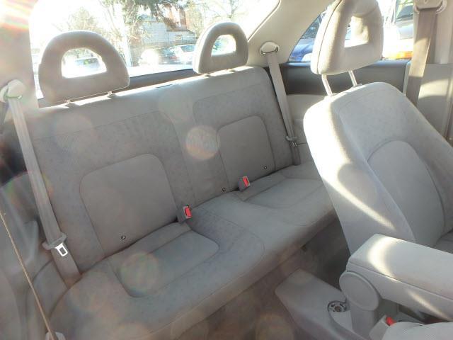 2000 Volkswagen New Beetle GLS 2dr Hatchback - Portland OR