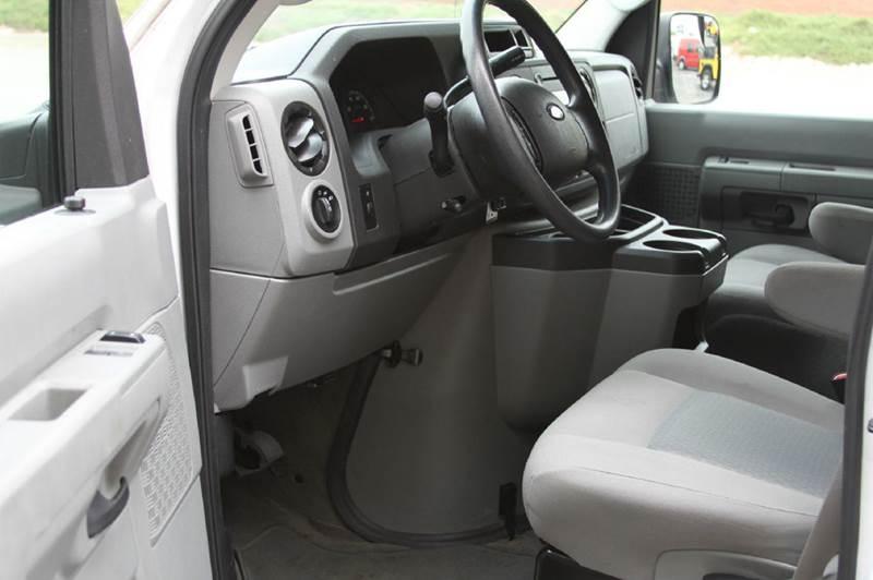 2014 Ford E-350 12 passenger - North Kansas City MO