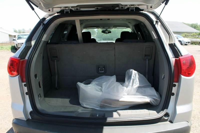 2010 Chevrolet Traverse LS 4dr SUV - Shelbyville MI