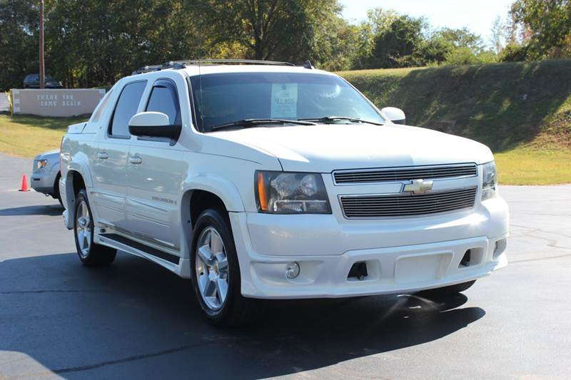 2007 CHEVROLET AVALANCHE LT 1500 4DR CREW CAB SB white baldwin automotive now has 2 locations to