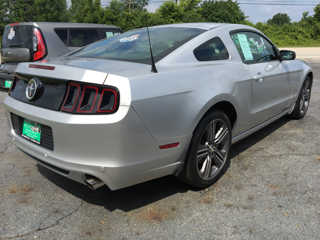 2014 Ford Mustang V6 2dr Fastback - Delaware OH