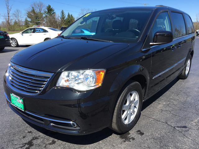 2011 Chrysler Town and Country Touring 4dr Mini Van - Delaware OH