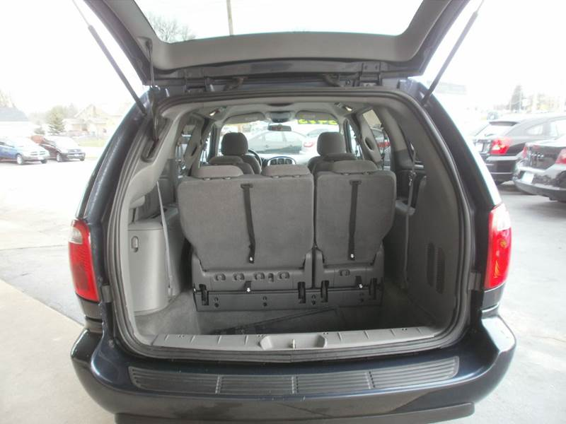 2007 Chrysler Town and Country Touring 4dr Extended Mini-Van - Racine WI