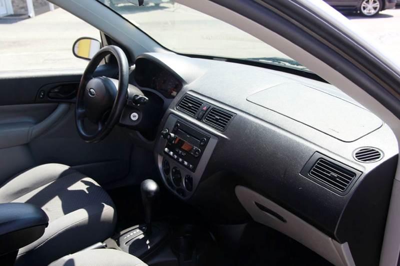 2007 Ford Focus ZX5 SES 4dr Hatchback - St. Charles MO