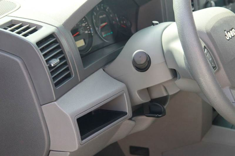2005 Jeep Grand Cherokee 4dr Laredo 4WD SUV - St. Charles MO
