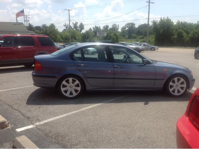 2002 BMW 3 series 325i Sedan - St. Charles MO