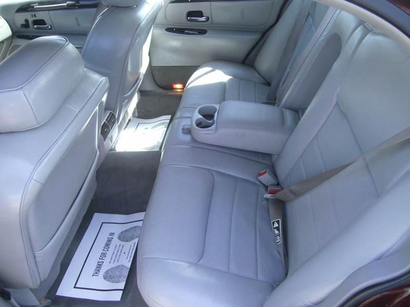 2001 Lincoln Town Car Signature 4dr Sedan - Murfreesboro TN