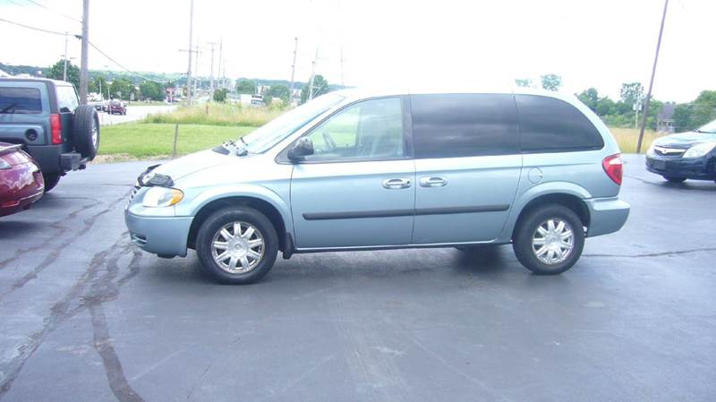 2006 Chrysler Town and Country 4dr Mini-Van - Boardman OH