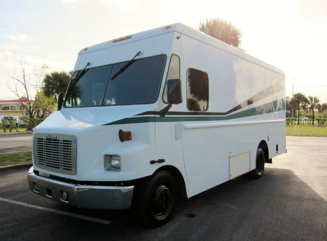 2000 FRIGHTLINER MT45 CHASSIS