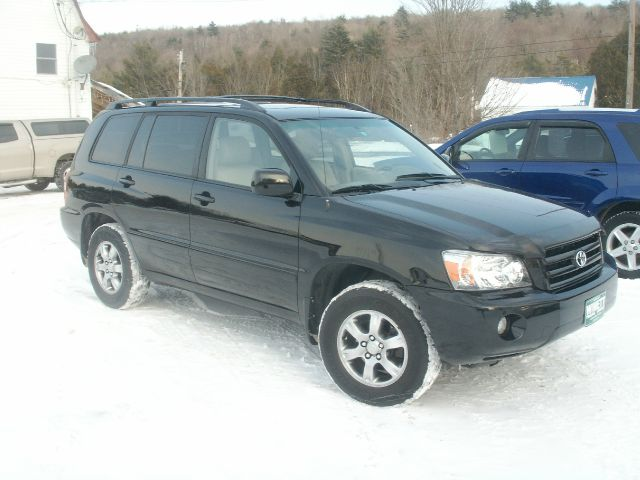 2004 toyota highlander base awd 4dr suv w 3rd row for sale in leicester benson bomoseen wimett. Black Bedroom Furniture Sets. Home Design Ideas