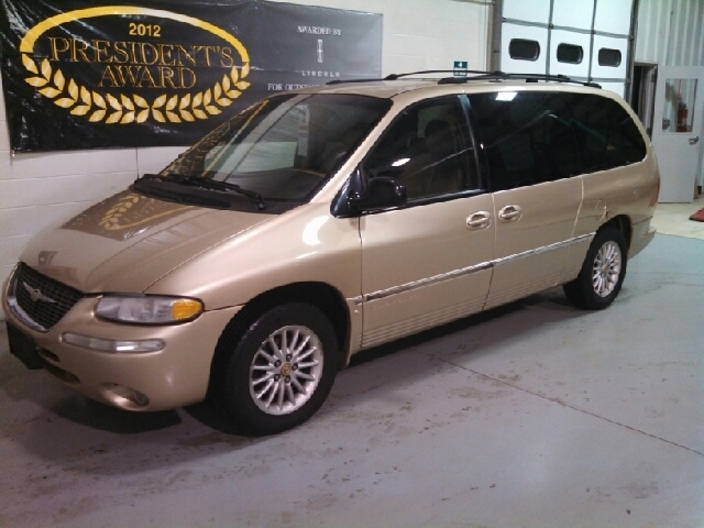 2000 Chrysler Town and Country for sale in BEAVER DAM WI
