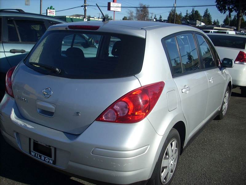 2007 nissan versa 1 8 s 4dr hatchback 1 8l i4 4a in seattle wa e z auto buy inc. Black Bedroom Furniture Sets. Home Design Ideas
