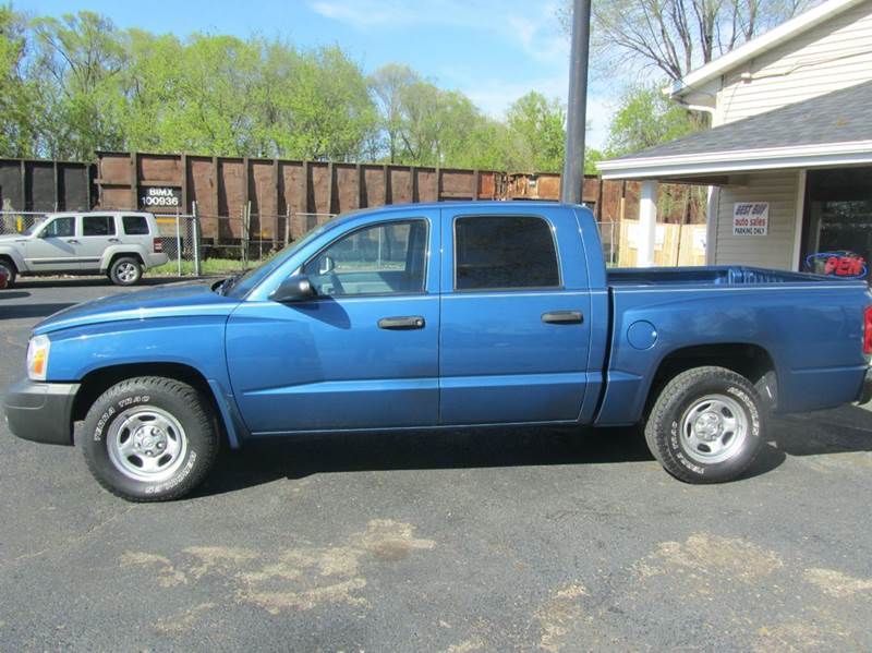 2005 Dodge Dakota 4dr Quad Cab ST Rwd SB - South Beloit IL
