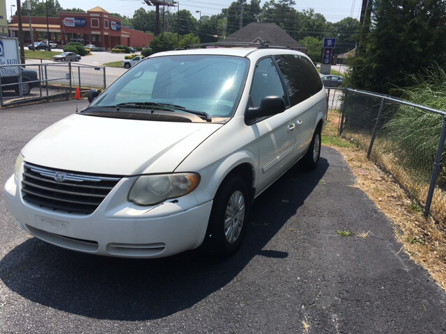 2005 chrysler town and country lx 4dr extended mini van in greenville sc miracle hill auto sales. Black Bedroom Furniture Sets. Home Design Ideas