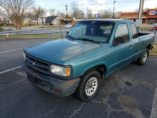 1994 Mazda B-Series Pickup 2dr B2300 Extended Cab SB - Greenville SC
