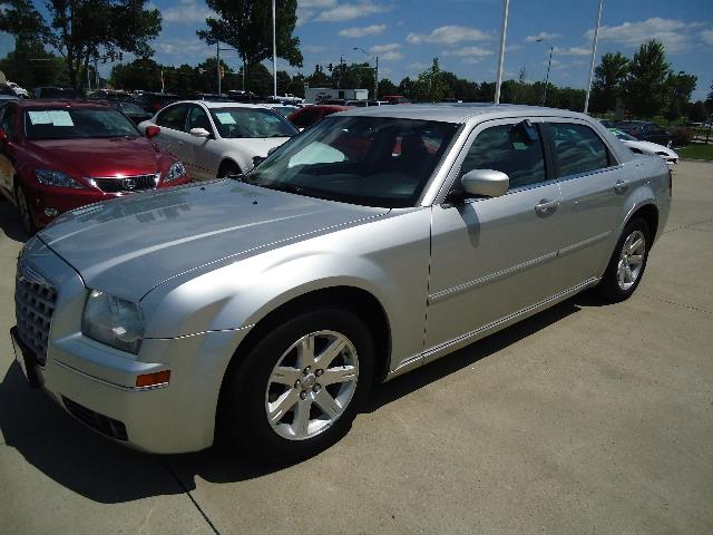 2006 Chrysler 300 for sale in CLIVE IA