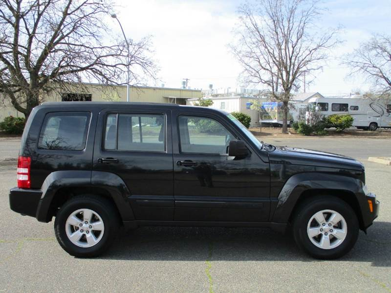 2009 jeep liberty sport 4x4 4dr suv w low miles extra. Black Bedroom Furniture Sets. Home Design Ideas