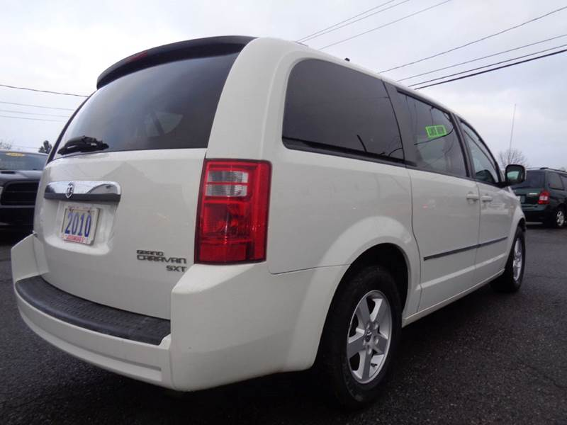 2010 Dodge Grand Caravan SXT 4dr Mini-Van - Clay NY
