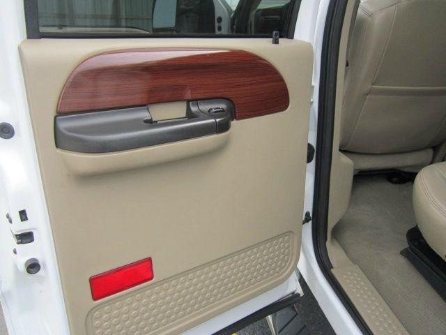f250 vs f350 curb autos weblog. Black Bedroom Furniture Sets. Home Design Ideas