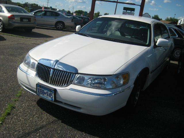 2000 Lincoln Town Car for sale in Spring Lake Park MN