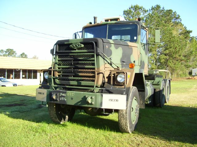 1984 AM General M916 6x6 Tractor