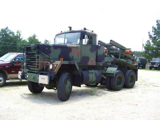 1984 AM General M-916 6x6 Tractor