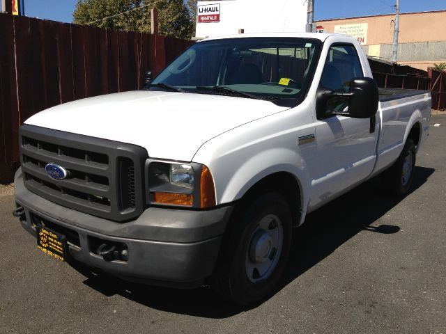 2005 FORD F250 XL 2WD white this vehicle has a clean exterior there are no dings visible on the e