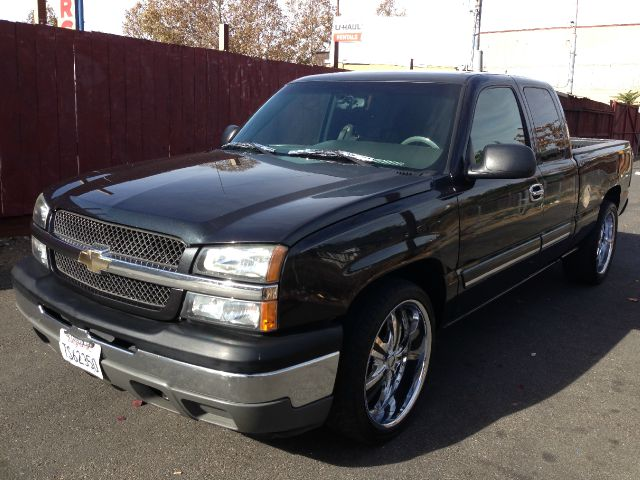 2005 CHEVROLET SILVERADO 1500 LS EXT CAB SHORT BED 2WD charc abs brakesair conditioningamfm r