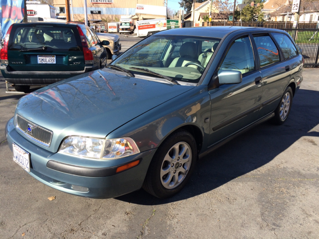 2002 VOLVO V40 BASE 4DR WAGON blue abs - 4-wheel anti-theft system - alarm cassette center cons