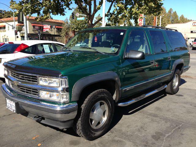 1999 CHEVROLET SUBURBAN K1500 4WD green 142892 miles VIN 3gnfk16r3xg136197