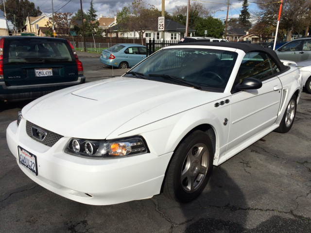 2004 FORD MUSTANG DELUXE 2DR CONVERTIBLE white the odometer reflects accurate mileage        this