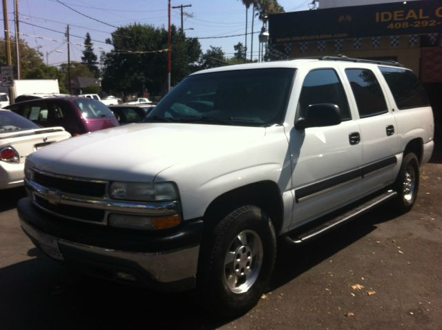 2002 CHEVROLET SUBURBAN 1500 2WD white the odometer reflects accurate mileage the interior is cle