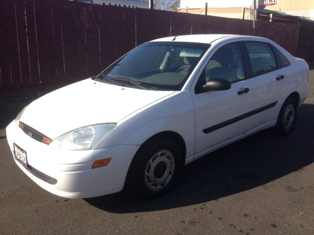2001 FORD FOCUS LX white amfm radioanti-brake system non-abs  4-wheel absbody style sedan 4-