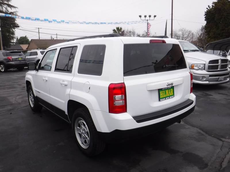 Jeep patriot sport white jeep patriot sport in metropolis for Crown motors jeep holland