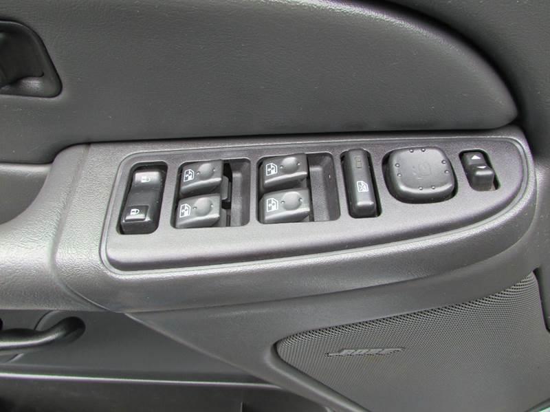 2004 Chevrolet Silverado 1500 4dr Crew Cab LS 4WD SB - Burien WA