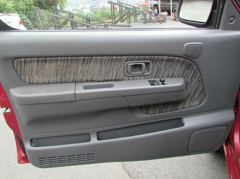 1998 Nissan Frontier 2dr SE Extended Cab SB - Burien WA