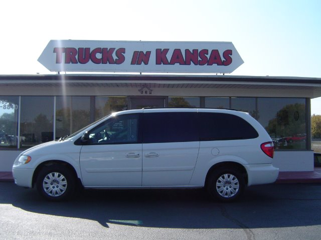 2006 Chrysler Town and Country for sale in TOPEKA KS