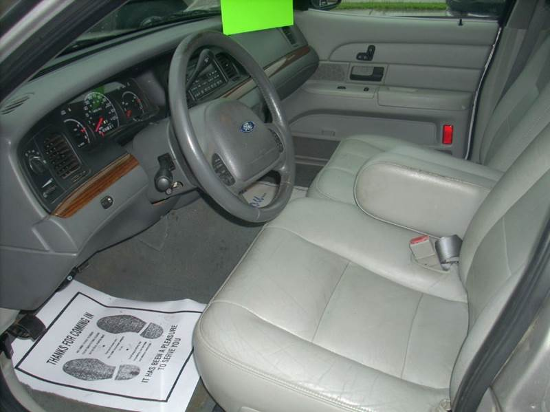 2004 Ford Crown Victoria LX 4dr Sedan - Eau Claire WI