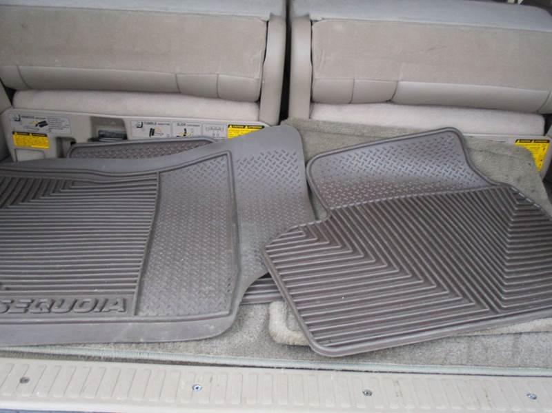 2002 Toyota Sequoia SR5 4WD 4dr SUV - Leesburg VA