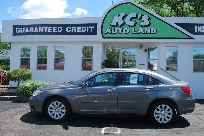 2013 Chrysler 200 LX 4dr Sedan - Kalamazoo MI