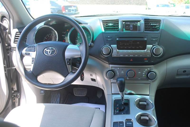 2011 Toyota Highlander 4dr SUV (2.7L l4) - Kalamazoo MI